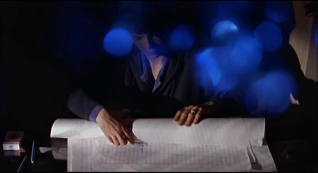 Trois.Couleurs.-.Bleu.1993.DVDRip.DualAudio.XviD-KG (3)