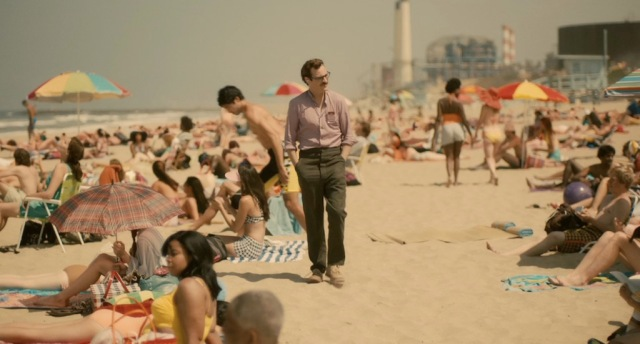 her-movie-2013-screenshot-beach-stroll