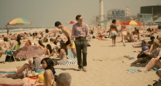 her-movie-2013-screenshot-beach-stroll