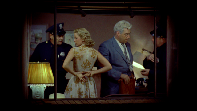 rear_window_lisa_caught_in_thorwalds_apartment
